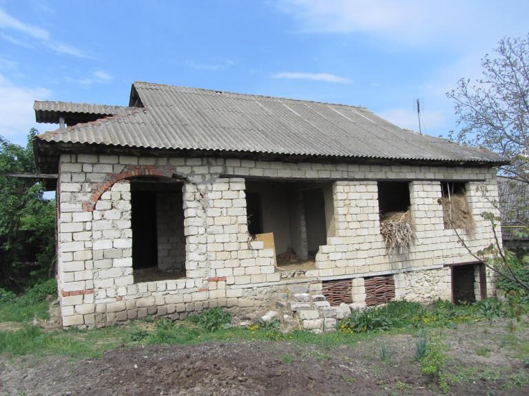 Casa nefinisata cu 1 nivel 106m2 pe 16 ari