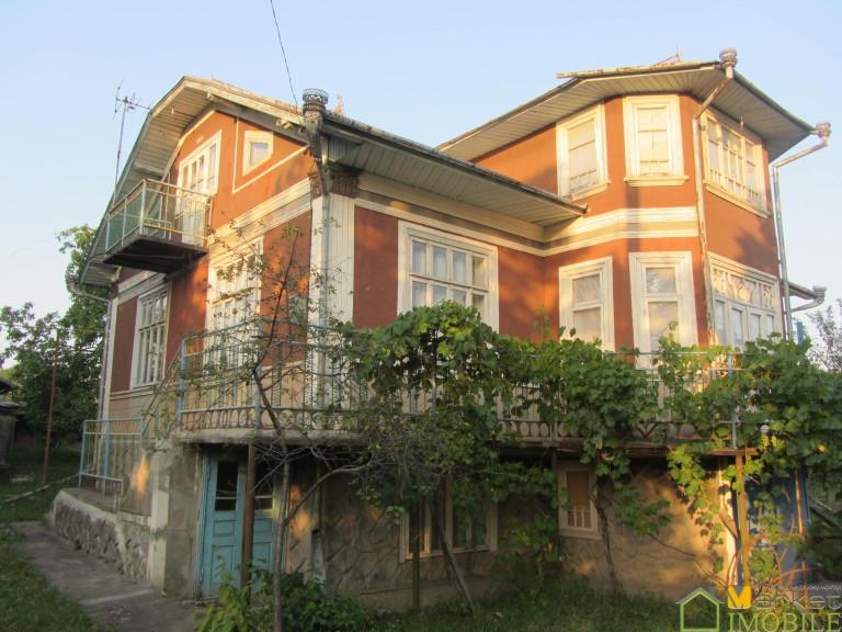 Продаю 2-ух этажный дом с мансардой 182кв.м.