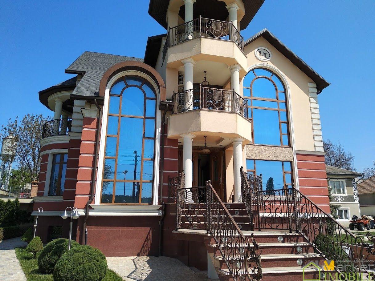 Casa de Elita 730m2 , teren 23 ari, Centru
